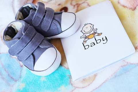 baby_shoes_-_when_to_choose_a_baby_name