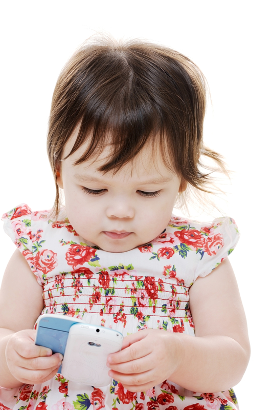 child_with_cellphone